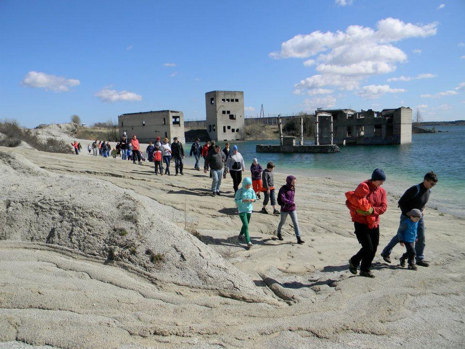 Rummu tuhamägi ja helesinine laguun - matkajuhiga retk Rummusse ja tagasi - Kallaste Turismitalust