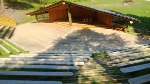 Open air Stage Kalju-lava suurepärane suurteks seminarideks ja üritusteks www.kaljulava.ee www.kallastetalu.ee