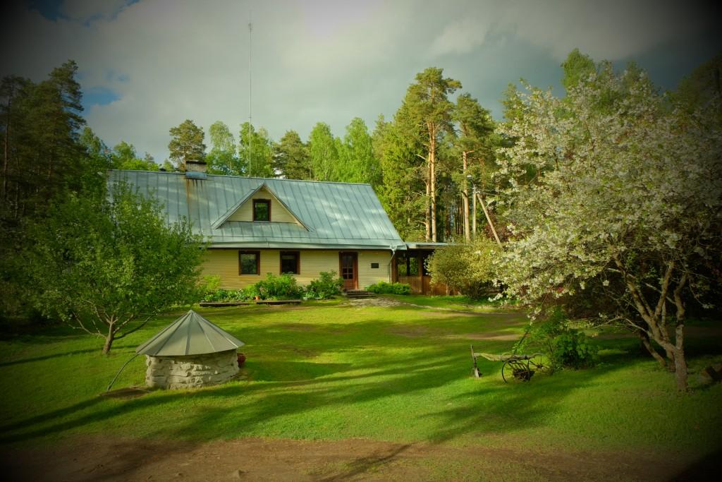 Main House at Kallaste Turismitalu peamaja toy  2015 kevad suvi - www. kallastetalu.ee Ärksa hingega talu Padisel Harjumaal - puhkemaja ja aktiivne puhkus, saun