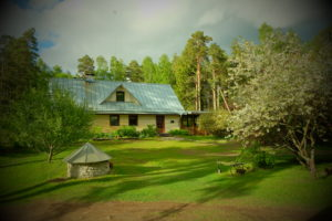 Camp base at Kallaste Turismitalu peamaja toy  2015 kevad suvi - www. kallastetalu.ee Ärksa hingega talu Padisel Harjumaal - puhkemaja ja aktiivne puhkus, saun