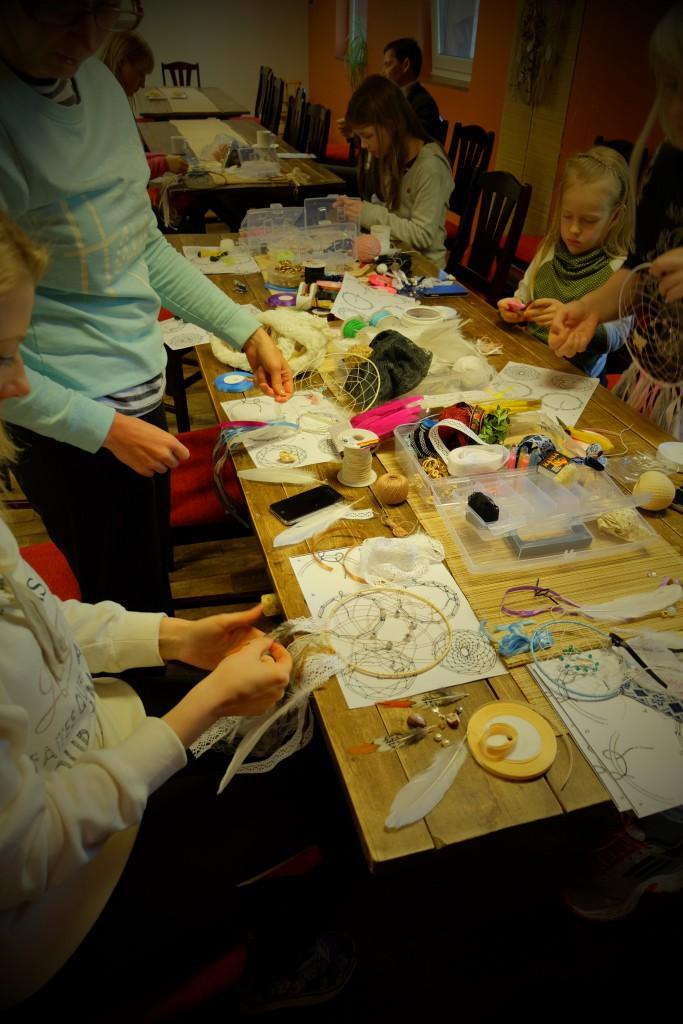 Dreamcatcher workshop unenöopüüdja valmistamine Kallaste talu - ärksa hingega talu Harjumaal. www.kallastetalu.ee Kallaste Talu- Turismitalu & Holiday resort in pa(ra)dise