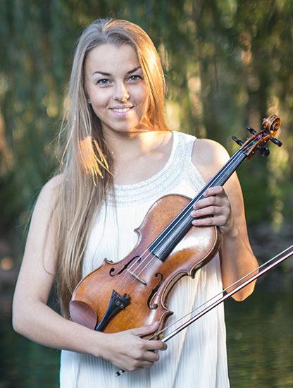 2 Marianne Leibur imekaunis laulja ja viiuldaja - Kaunid Eesti muusikud. Telli Marianne näiteks enda Pulma - Kallaste Turismitalu - Ärksa hingega talu Harjumaal - muusika mis paneb kuulama