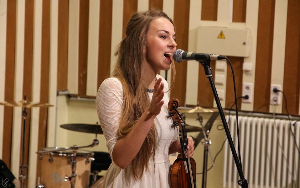 Marianne Leibur imekaunis laulja ja viiuldaja - Kaunid Eesti muusikud. Telli Marianne näiteks enda Pulma - Kallaste Turismitalu - Ärksa hingega talu Harjumaal - muusika mis paneb kuulama