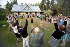 seminar & pidu - seltskonnamängud meeskonnatöö peresündmus Kallaste turismitalu - Ärksa hingega talus www.kallastetalu.ee