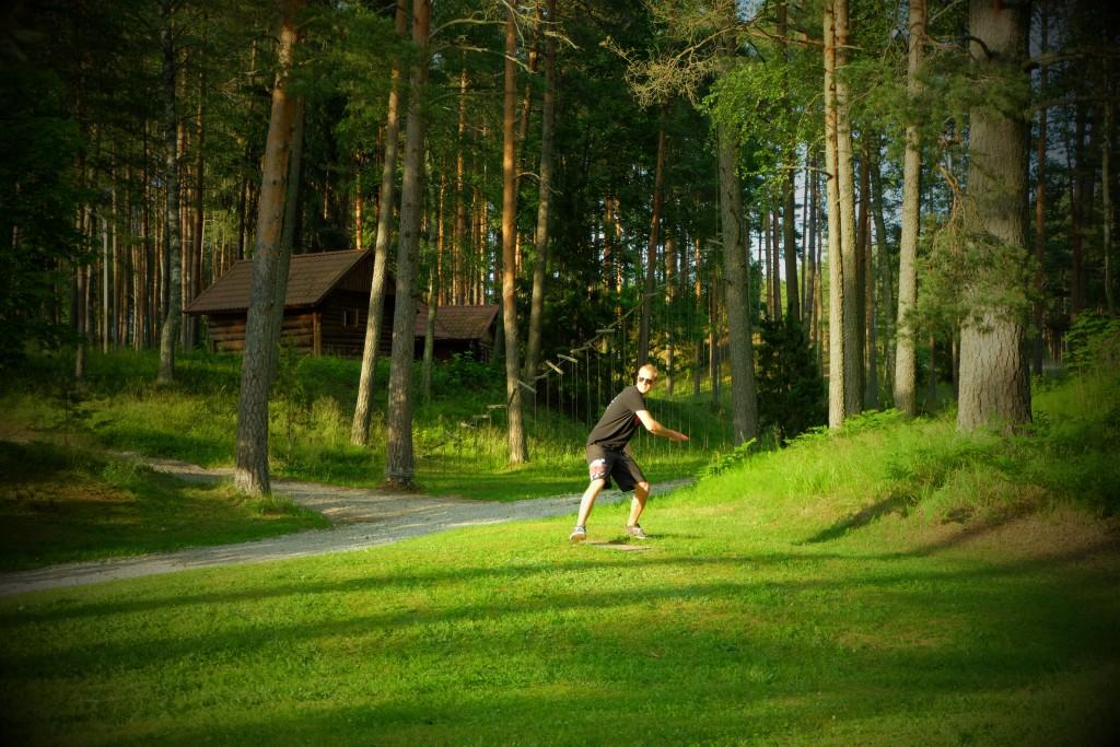 Padise disc-golf - põnev maastik ja kogemus - Elamustalu Padisel