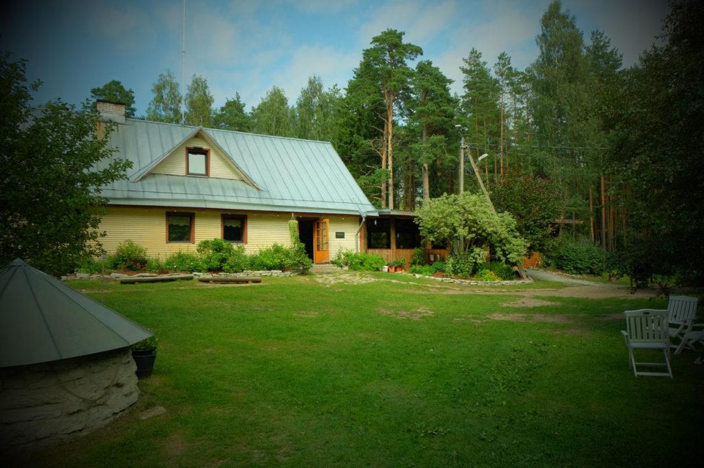 Seminar keset metsa Kallaste Turismitalus Padisel - seminariruumid - konverentsisaal - vabaõhulava - seminarisaal