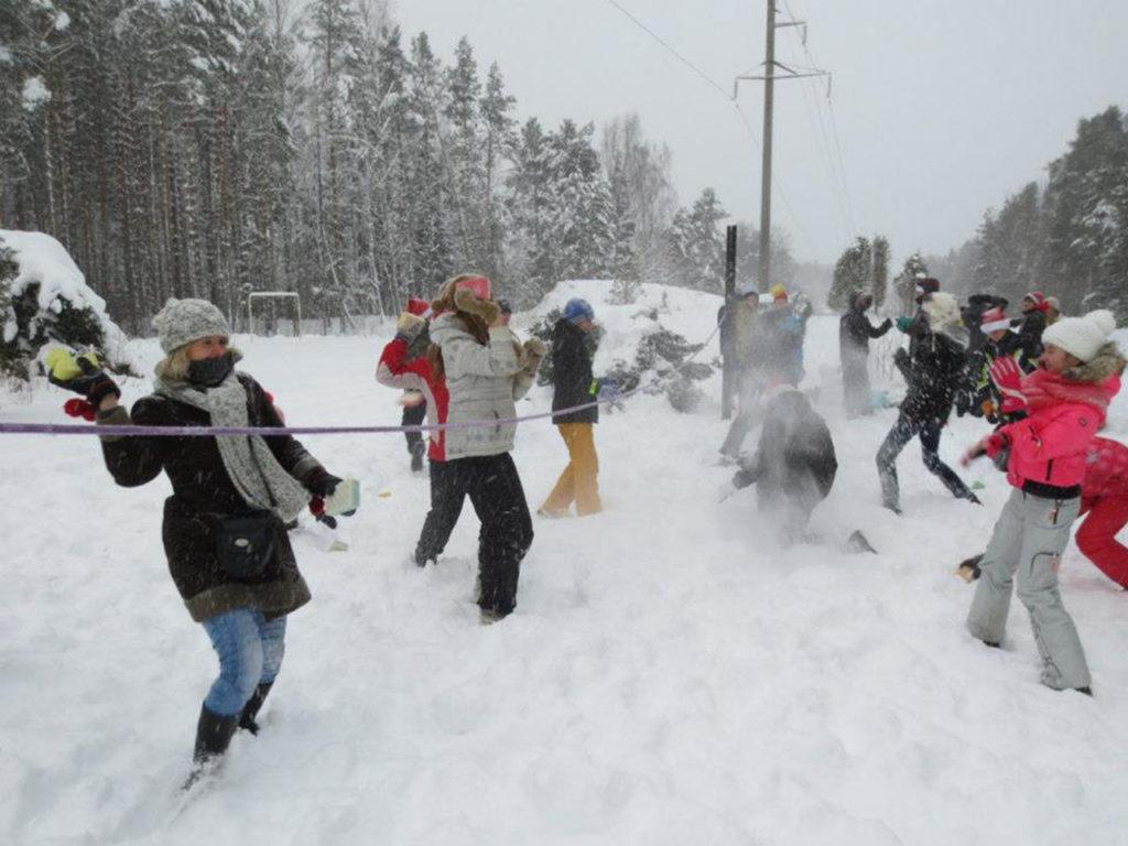 Päkapiku akadeemia aktiivne tegevus- lapsed talverõõmud  - talvevõlumaa