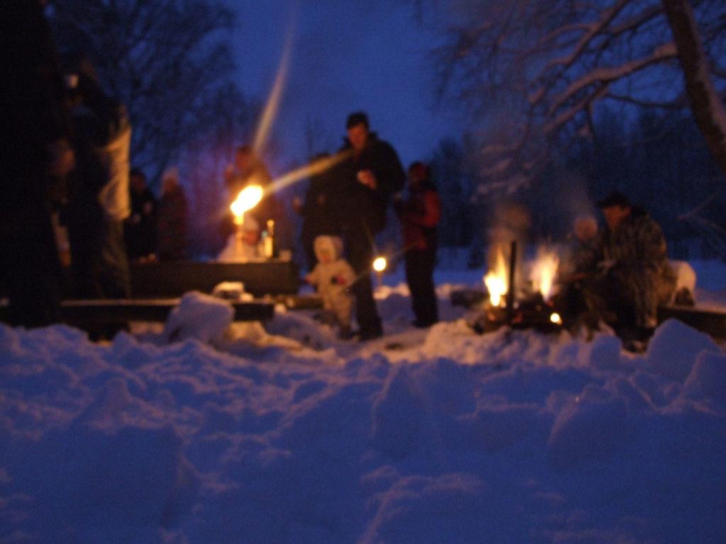 talvine lõkkeõhtu või tina valamine - ettevõtte talvepäevad - Kallaste turismitalu www.kallastetalu.ee