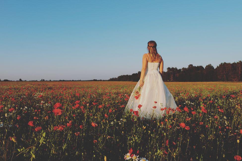 """pulmapakett """" pulmad Kallaste talus"""" klaasid ja roosilehed - tervituslaud -pulmad www.kallastetalu.ee majutus Harjumaal vaid 45 km Tallinnast - majutus - toitlustus - seminarid"""