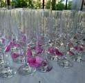 klaasid-ja-roosilehed-tervituslaud-pulmad-wwwkallastetaluee-majutus-harjumaal-vaid-45-km-tallinnast-majutus-toitlustus-seminarid