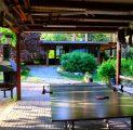 peamaja-suvesaal-ja-lauatennise-laud-lilled-kevad-suvi-kallaste-talu-turismitalu-holiday-resort-majutus-toitlustus-aktiivne-puhkus-s