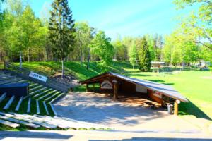 Kalju-lava - tühi - seminar - loodus - päike - suvelava - vabaõhulava