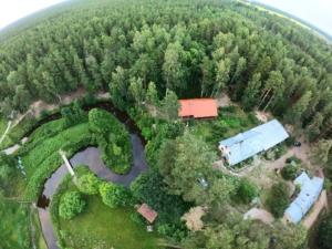 Kallaste Turismitalu kallastetalu.ee illustreeriv droon vaade kogu kompleks suvi puhkus loodus