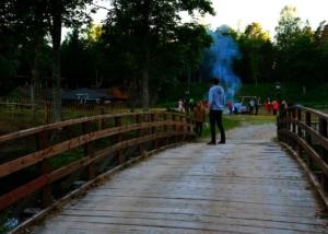Kallaste Turismitalu kallastetalu.ee loodus puhkus jaanipäev lõke sild illustreeriv
