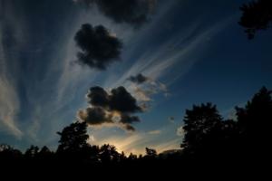 Kallaste Turismitalu www.kallastetalu.ee taevas pilved päikeseloojang suvi puhkus illustratiivne