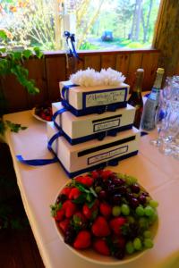 Pulmad - Kallaste Turismitalu peamaja suvesaal - rustic - fairy weddintg - maasikad