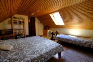 Hoovimaja tuba 4 päike  majutus ülemine kompleks Kallaste Turismitalu Padisel ärksa hingega talu Harjumaal www.kallastetalu.ee