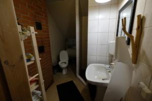 Peamaja II korrus WC majutus ülemine kompleks Kallaste Turismitalu Padisel ärksa hingega talu Harjumaal www.kallastetalu.ee