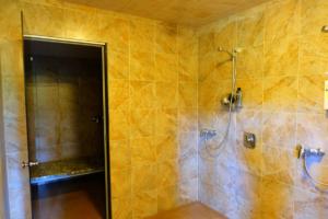 Saunamaja Heino - dušširuum ja aurusaun - mõnus saunamaja suurematele seltskondadele - saunapidu - suvepäevad - sauna rõõmud - Kallaste Turismitalu Padisel Harjumaal - Sauna