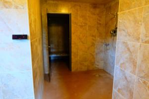 Saunamaja Heino - dušširuum ja aurusaun 2 - mõnus saunamaja suurematele seltskondadele - saunapidu - suvepäevad - sauna rõõmud - Kallaste Turismitalu Padisel Harjumaal - Sauna