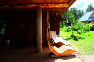 Saunamaja Heino - majaees on päiksetoolid ja imeline loodus - mõnus saunamaja suurematele seltskondadele - saunapidu - suvepäevad - sauna rõõmud - Kallaste Turismitalu Padisel Harjumaal - Sauna