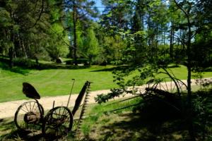 Taluasjade muuseum vanavara telkimisplats ülemine kompleks kevad Kallaste Turismitalu Padisel ärksa hingega talu Harjumaal www.kallastetalu.ee  (1)