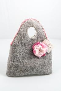 Vilditud lillega kott