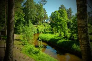peamaja ja roheline loodus ning Kloostri jõgi Holiday resort in Padise, Harjumaa - only 45 km from Tallinn www.kallastetalu.ee Kallaste Turismitalu OÜ - metsapuhkus kauni looduse keskel - accommoda